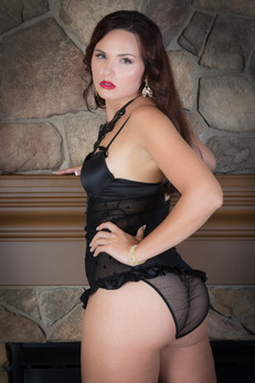 Black bustier with stone background