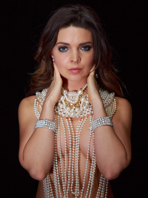 Photo of brunette woman in pearls - Medford photographer John Neilson