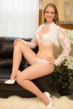 Bride on couch with lace sleeves