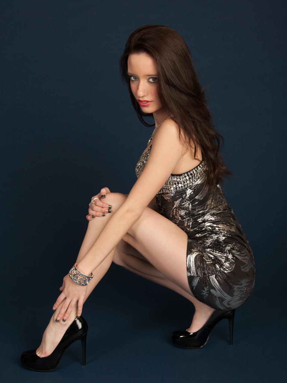 Portrait photo of brunette woman kneeling down with hand on leg - Medford photographer, John Neilson