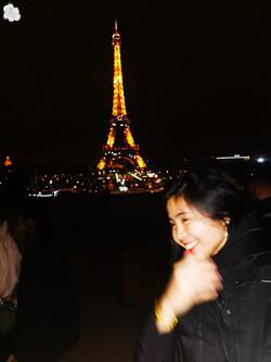 Eiffel nghieng.jpg
