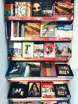 Sách ở sân bay Oman