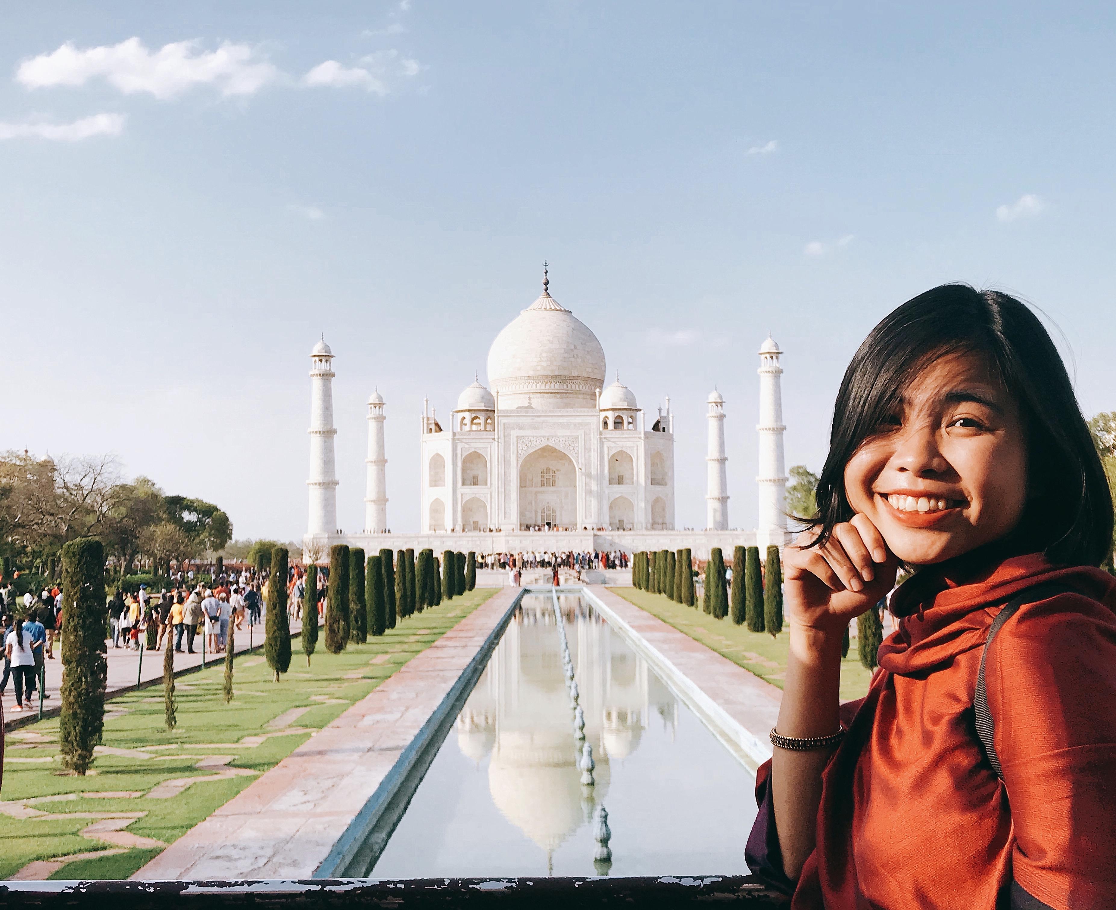 Series xông xáo tạo hình trước Taj Mahal
