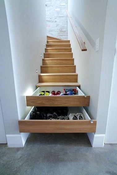 Tiroirs cachés dans les marches d'escalier