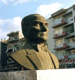ATATURK Bust in Buca IZMIR Bronze 75x50x32 1992