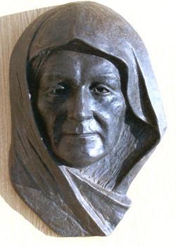ATATURK'S MOTHER at her  grave  Bronz 45x30x13  1991