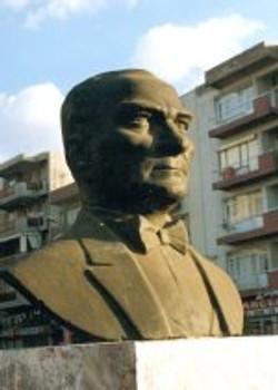 tn_ATATURK Bust in Buca IZMIR Bronze 75x50x32 1992