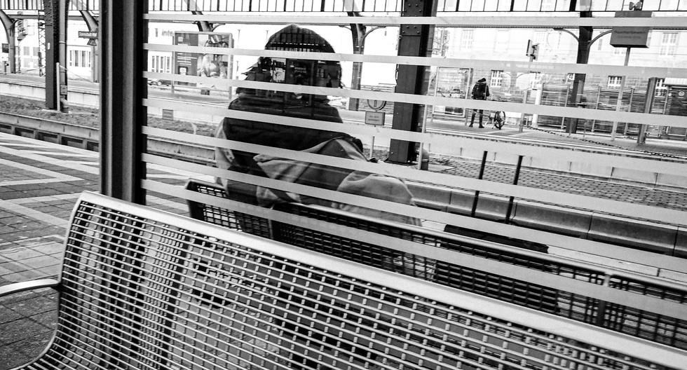 20201214_Warten am Bahnhof Kopie.jpg