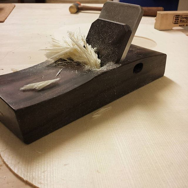 Finally getting to use my _hntgordon  smoothing plane and man is it Smooth! Bringing CC-002 down to