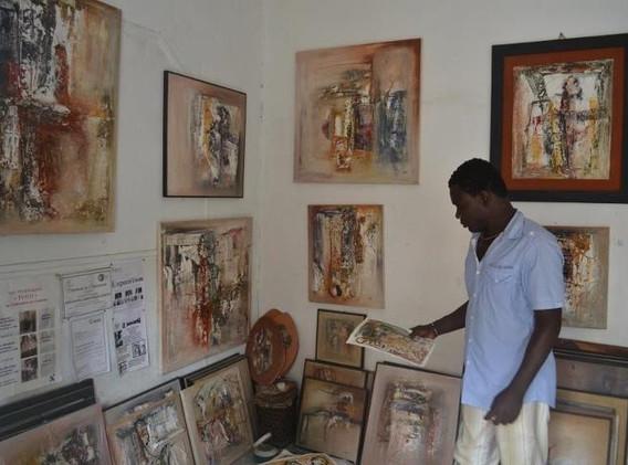 Kanfitine Yaffah dans son atelier à Lomé