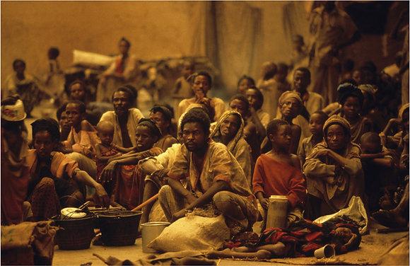 José Nicolas - Réfugiés dans un hangar de l'aide humanitaire, Mogadisho 1992