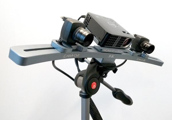삼각대에 장착된 스캔인어박스FX의 모습