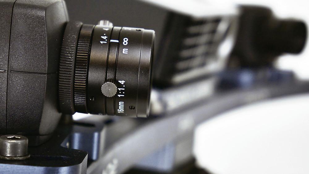 200만화소의 산업용 카메라 장착 / 고해상도 프로젝터 탑재