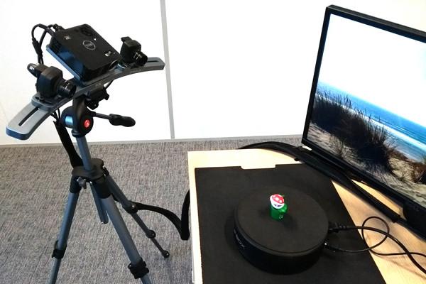삼각대에 장착되어 스캔준비가 완료된 스캔인어박스FX