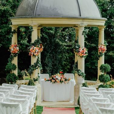 Rustic Swan - Wedding Planners