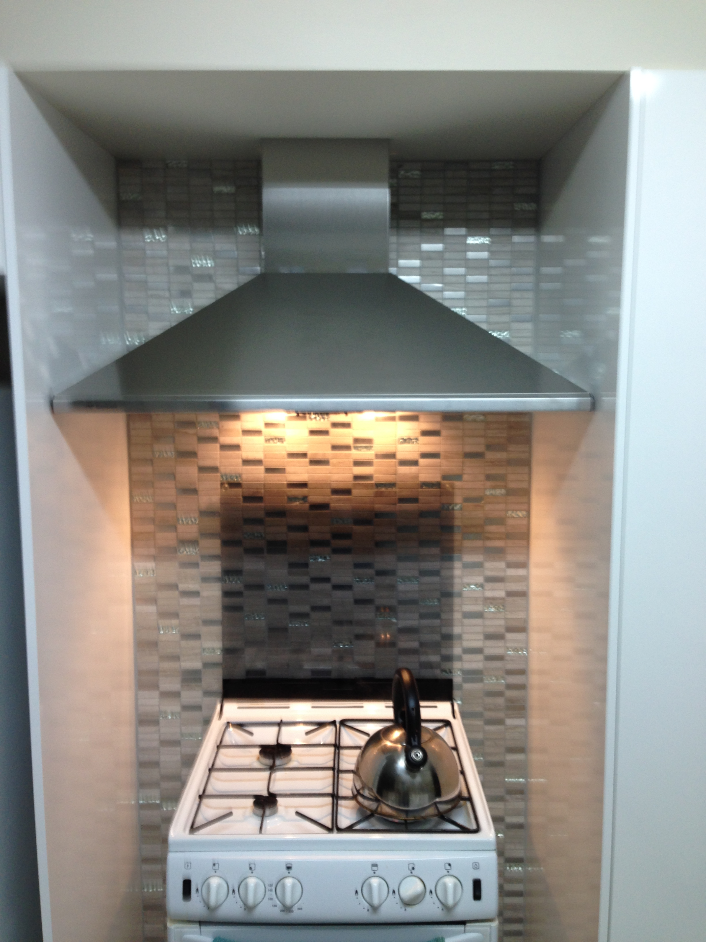 Gas stove and rangehood installs