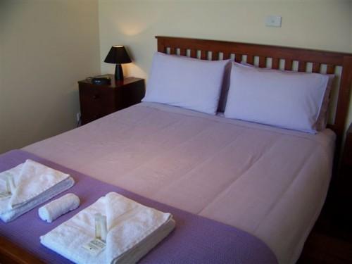 bedroom1-cabin2-500x375