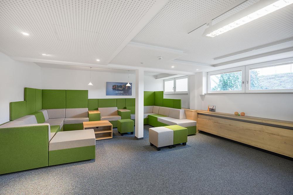 Loungebereich im Bernhäuser Forst