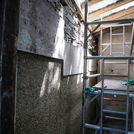 Insulating a wall with hempcrete