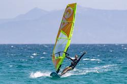 Tarifa-Spin-Out-Windsurf_I5I5572