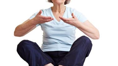 Adie o envelhecimento meditando e malhando