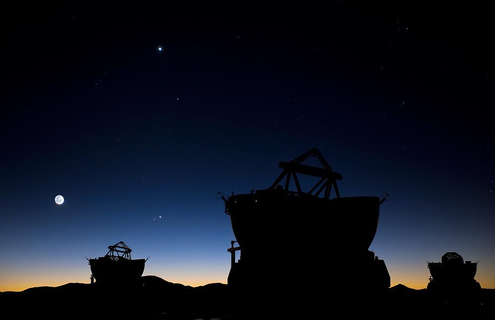 lever de Soleil, conjonction de planètes, Lune, Mar, Jupiter, Mercure, Vénus, ciel, espaces,