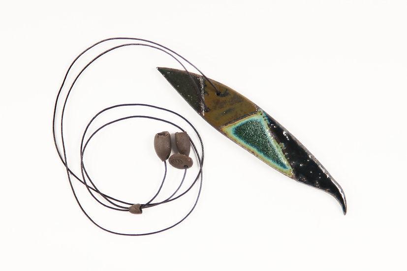 Collier en terre noire, collection les géométriques