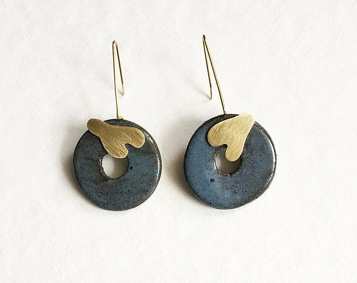 Boucles d'oreilles en terre noire et laiton