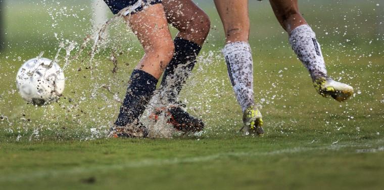 ฟุตบอล กลางฝน