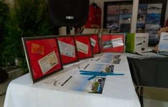 auction table 1.JPG
