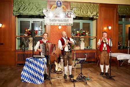 Trio Hofbräukeller.jpg