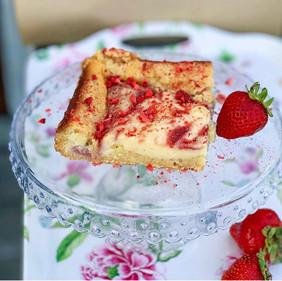 Ooey Gooey Strawberry Cake