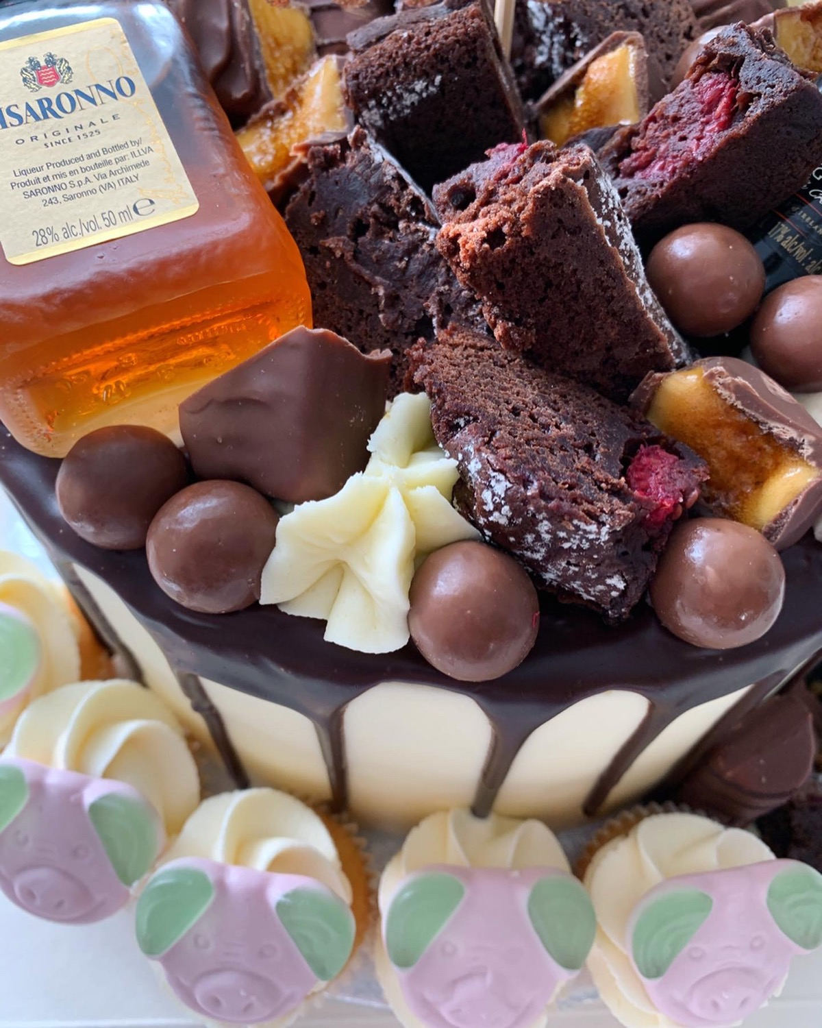Close up - Brownies & chocolates