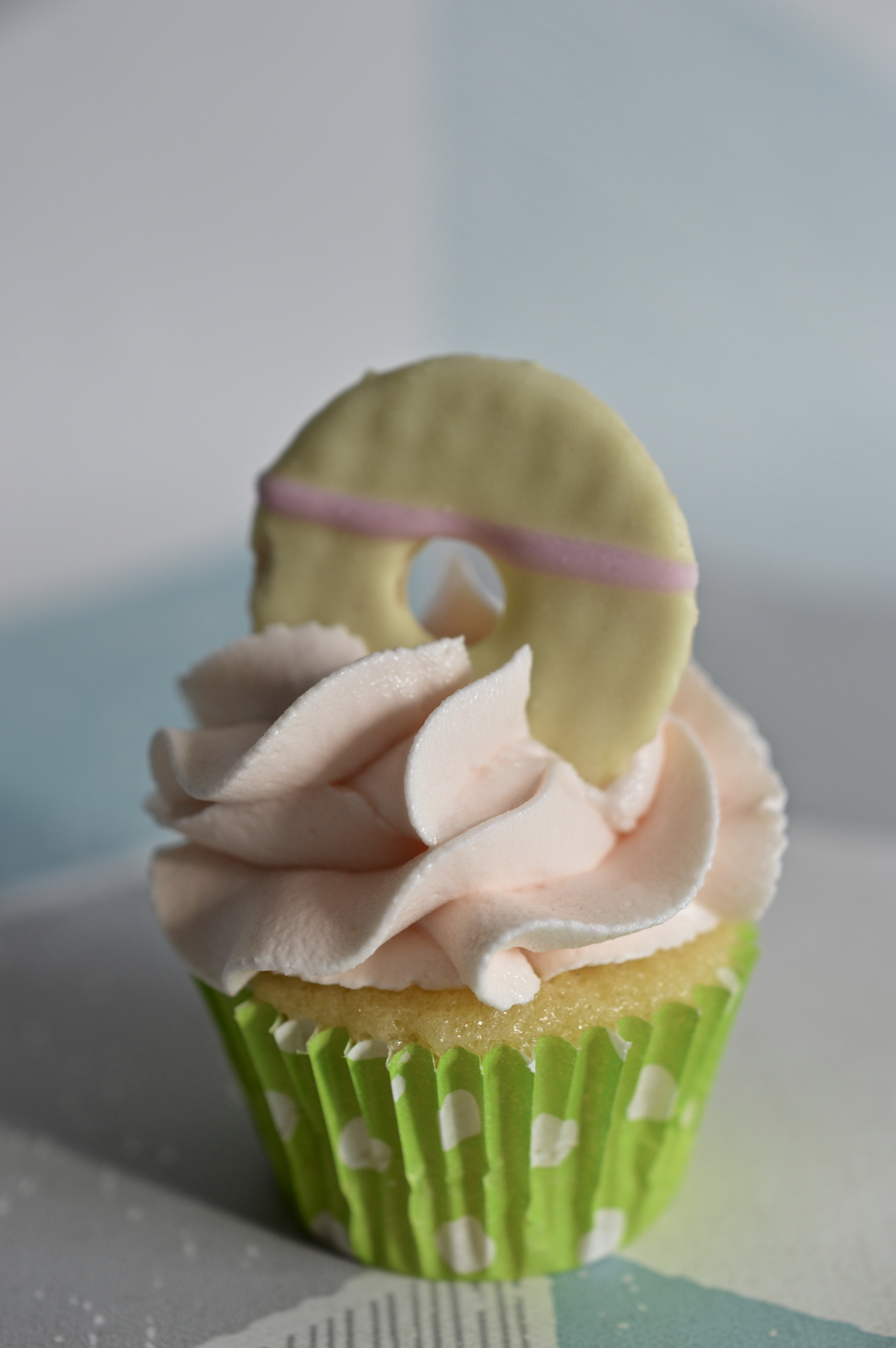 Mini Party Ring Cupcake