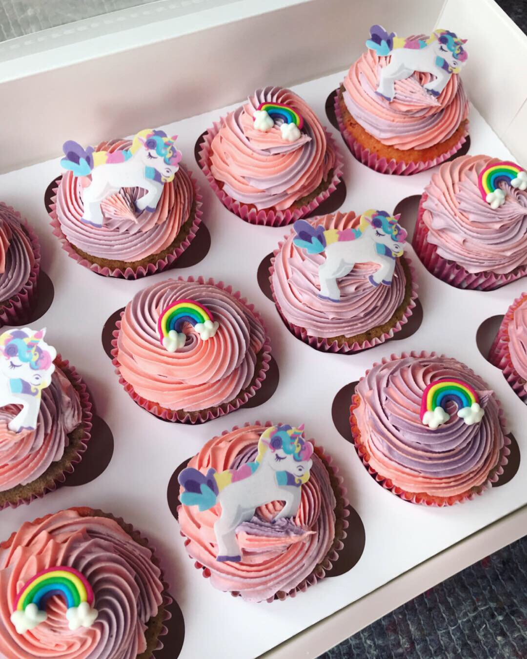 Unicorn and rainbow cupcakes_LHK