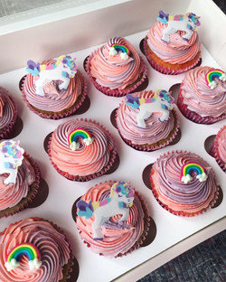 Unicorn and rainbow cupcakes_LHK