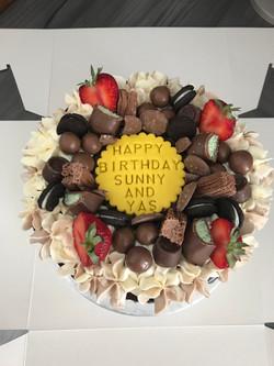 Chocolate drip cake_LHK