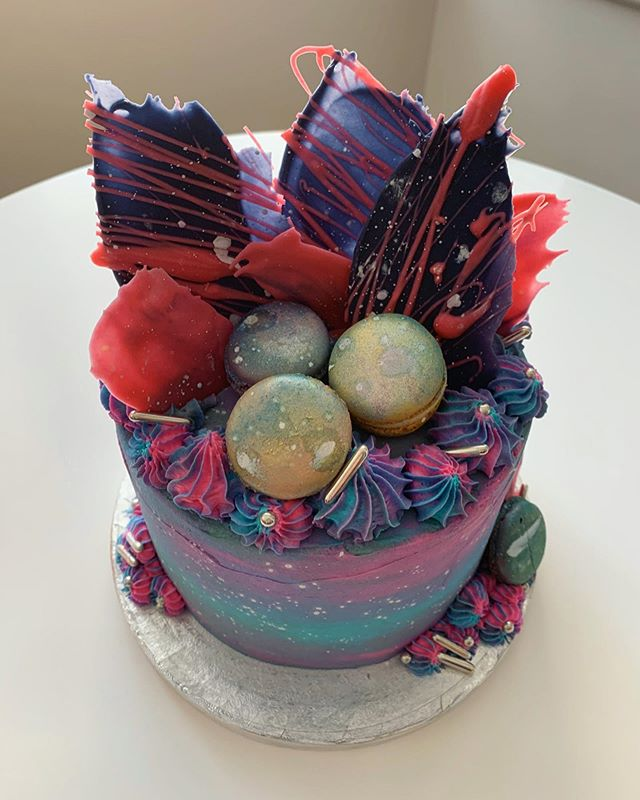 Galaxy themed cake_LHK