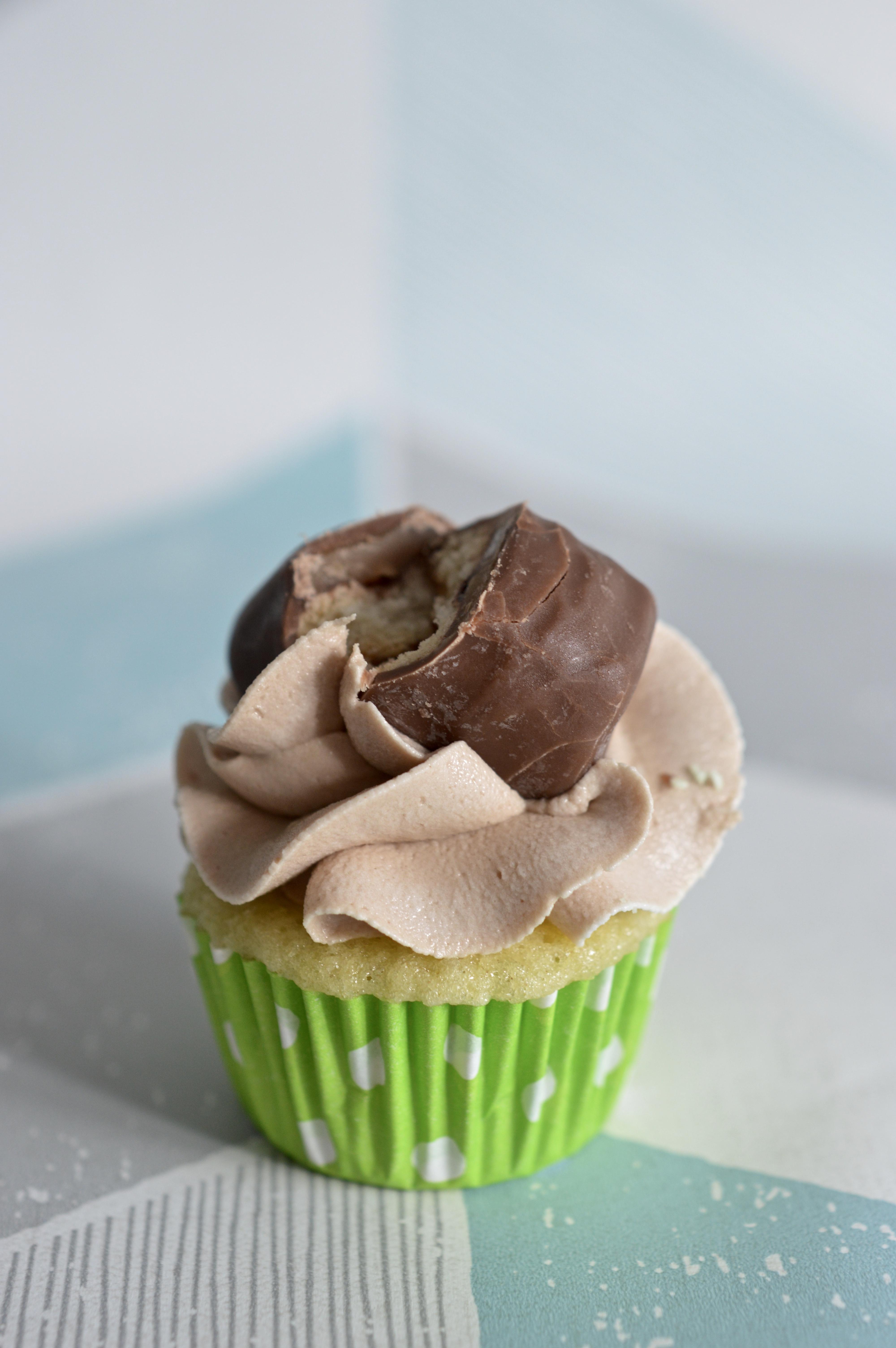 Mini Twix Cupcake