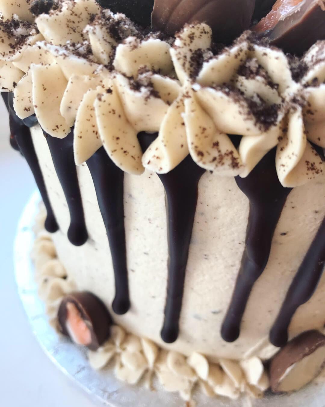 Creme Egg & Oreo drip cake_LHK