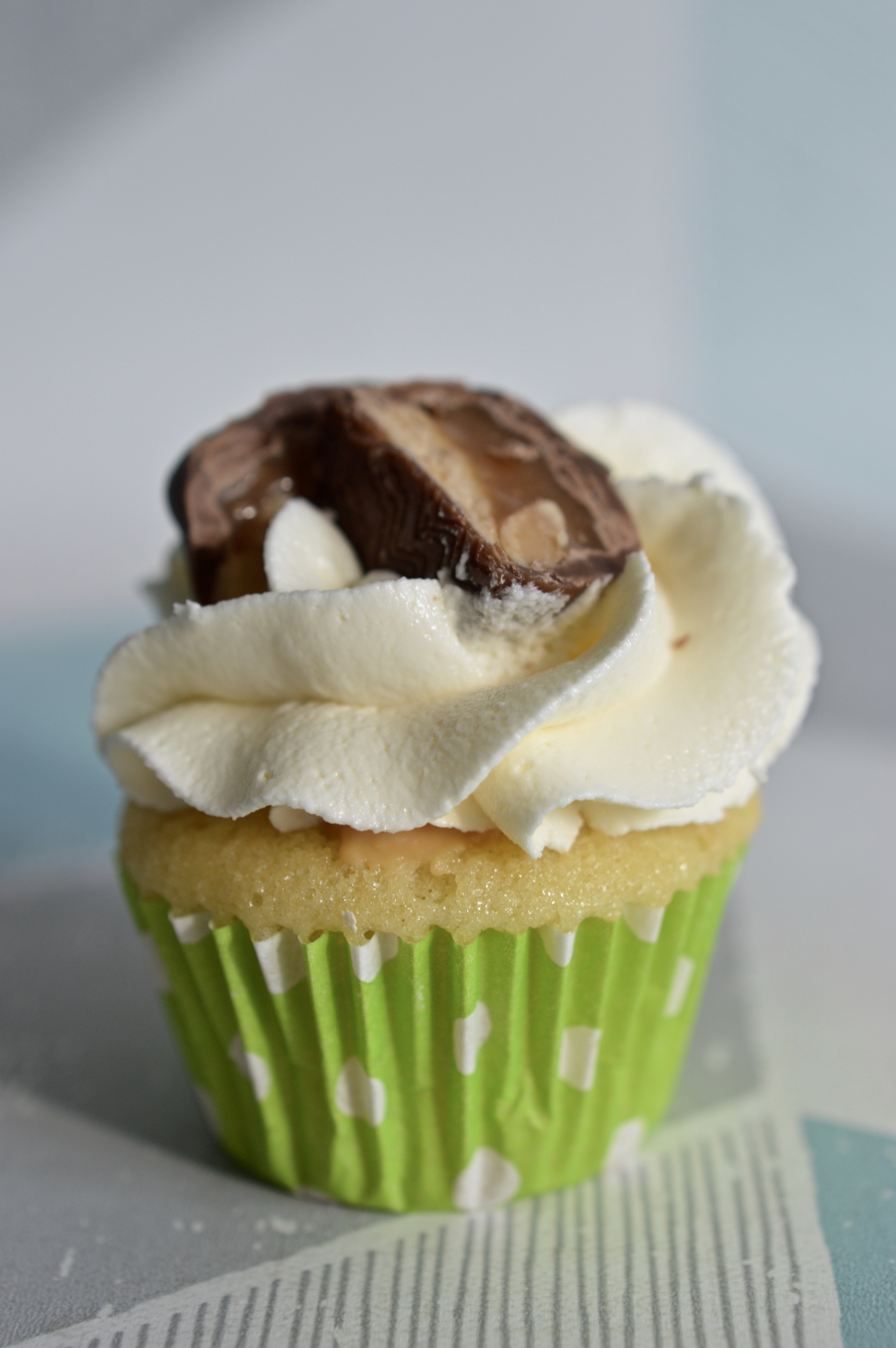 Mini Snickers Cupcake