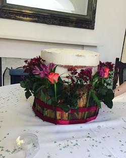 Setting up a wedding cake_LHK