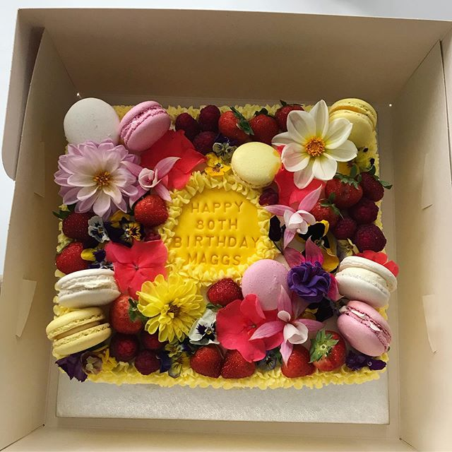 Edible flowers and macaroons birthday ca