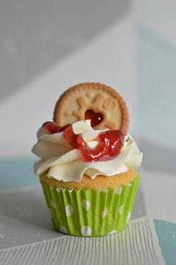 Mini Jammie Dodger cupcake