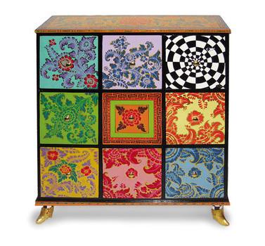 Drag drawer cabinet