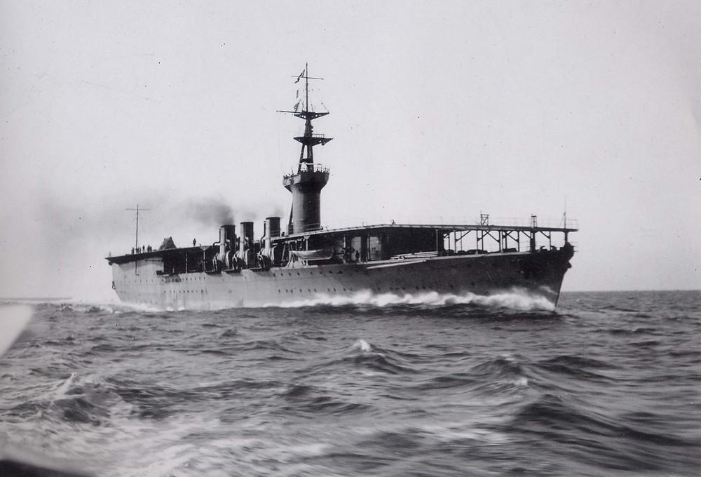1922年在千葉縣館山衝進行全速測試的「鳳翔」