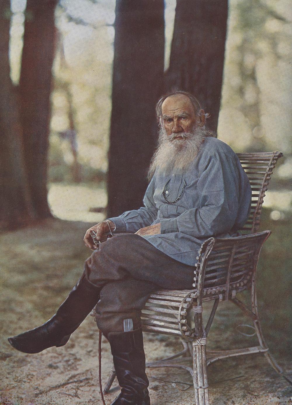 1908年5月的托爾斯泰(本照片亦為俄羅斯首張彩色照片)