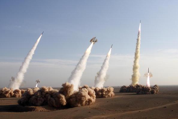伊朗展開為期十天的軍事演習,發射射程達兩千公里的飛彈
