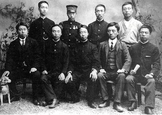 華興會(1905年攝)左一 黃興