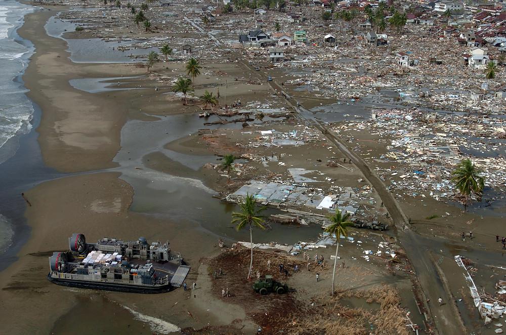 2004年印度洋大地震 美軍氣墊船救援印尼災區